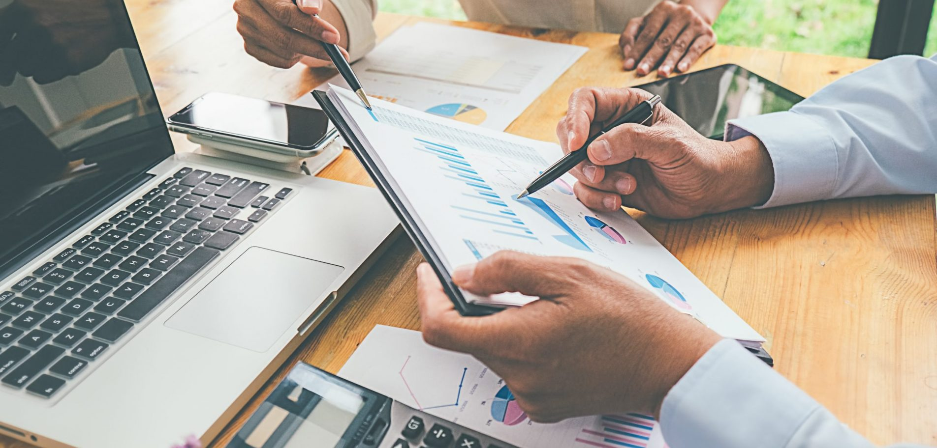 équipe analyse comptes entreprise coopérative