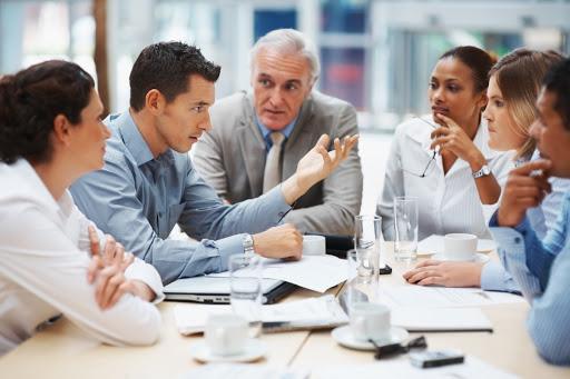 réunion équipe discussion démocratie gouvernance